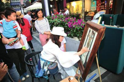 原创画廊街区亮相 让艺术看得见摸得着