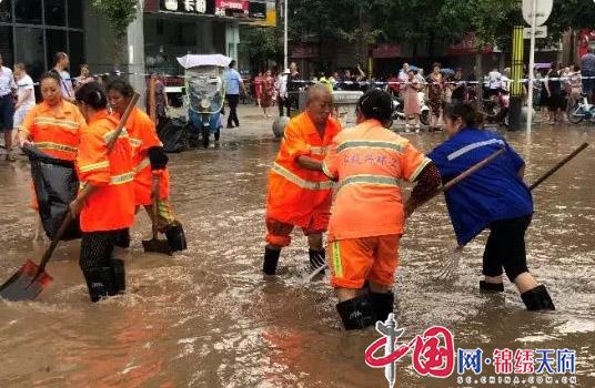 防汛抢险!新津县综合行政执法局在行动