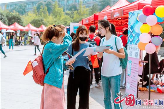 """西南财经大学:""""百团""""豪华阵容 """"花式""""告白祖国"""