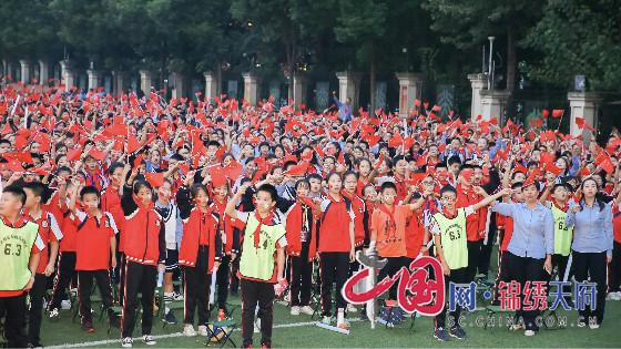"""北大成都附属实验学校举办""""我们的爱歌词中国梦、祖国颂、北大美""""文艺晚会"""