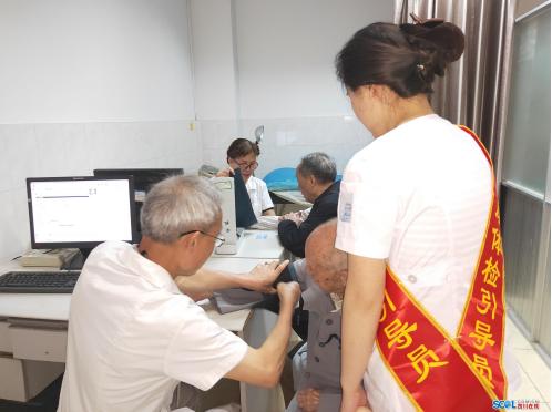 绵阳涪城:体检刷微信 健康随身行