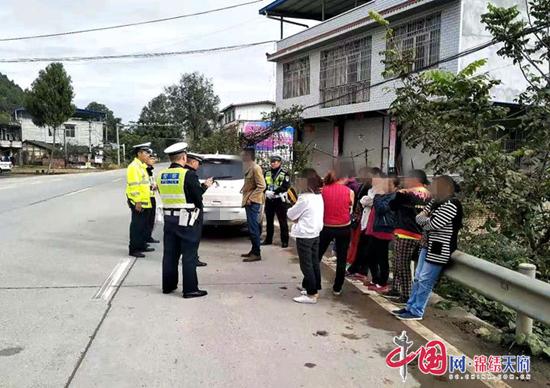 遂宁市交警:准载5人越野车实载10人 法律制裁不可逃