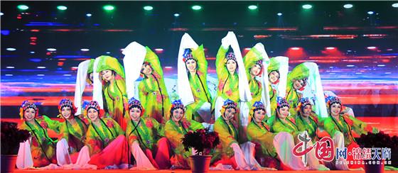 成都龙泉驿市民艺术节 千人演绎《我的祖国和我》沉浸剧