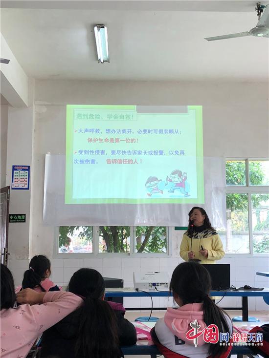 绵阳江油市八一镇小学开展女生青春期健康公益讲座