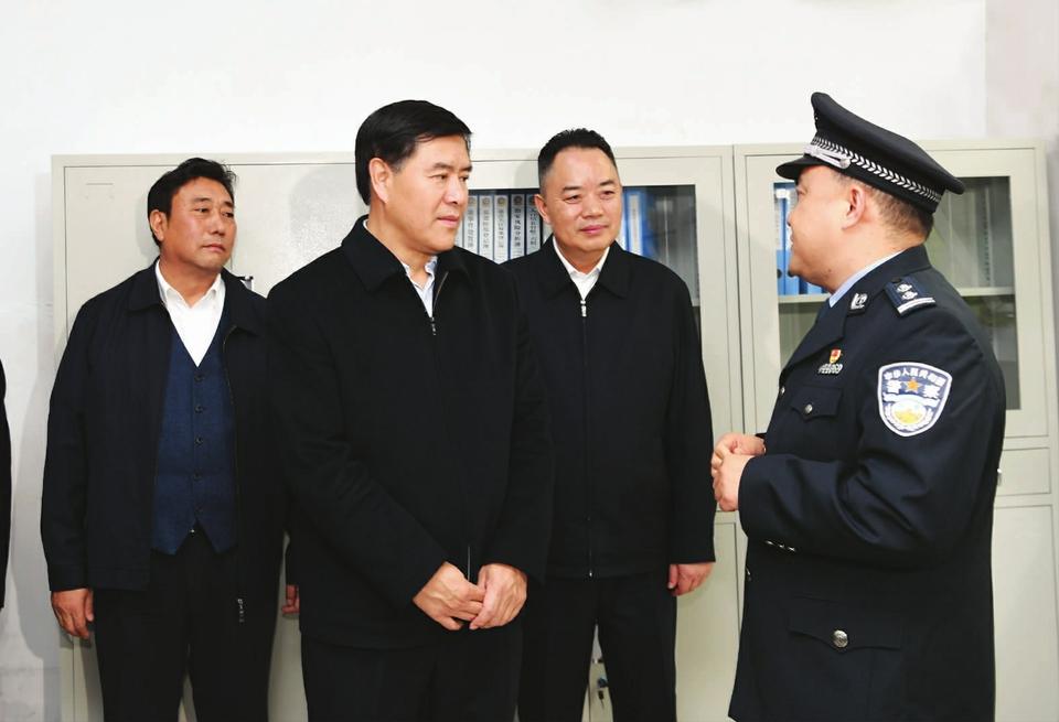 四川省委常委、省委政法委书记邓