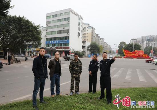 蓬溪县公安局党委副书记冯旭调研智能交通户外宣传工作